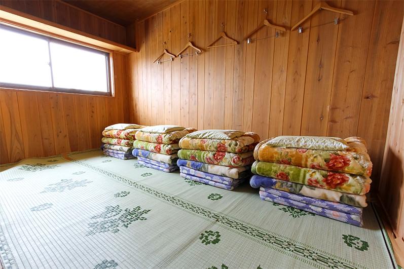 個室四人部屋
